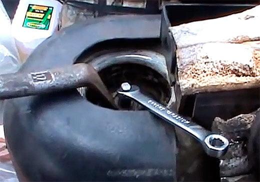 замена заднего амортизатора (стойки) ВАЗ 2114